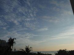 セブ旅行の2~3日目は天気がいまいちでしたが、4日目から晴れました!部屋から見た早朝の様子。