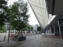 ダイナミックな屋根が駅前を覆う、八重洲口から つくばへと向かいます。