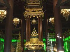 仏像の色が緑でした。