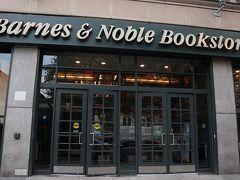 ミュージカルを観終わったあとはノープランだったのですが、アッパーウエスト&イーストへ。 Barnes & Noblesのステーショナリーコーナーをちらっと覗いて。