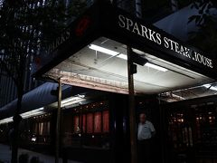 そしてディナーはまたステーキ。Sparksにやってきました。 在住時にいろいろ食べ比べた中ではPeter Lugerに次いで好きなステーキハウスです。