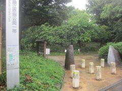 南側から猿江恩賜公園に入ります  元々江戸幕府・明治政府の貯木場だった場所ですが、貯木場が移転して1932年に開園した公園 緑が多い大きな公園です