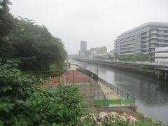 公園脇には横十間川が流れています