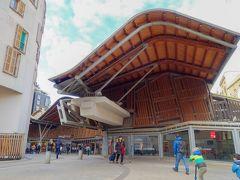 サンタカタリーナ市場に到着。 モダンな建物!