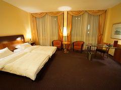 お部屋は「スーペリアツインルーム」ですが、ドイツのツインはくっついてるのが基本ですね(^^; 部屋は広くて快適(´▽`*)