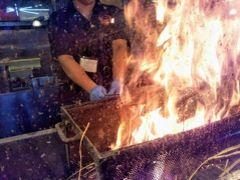 藁焼き鰹たたきの明神丸ひろめ店。 きのうは「明神丸梅野「」で、今日はこちらで。