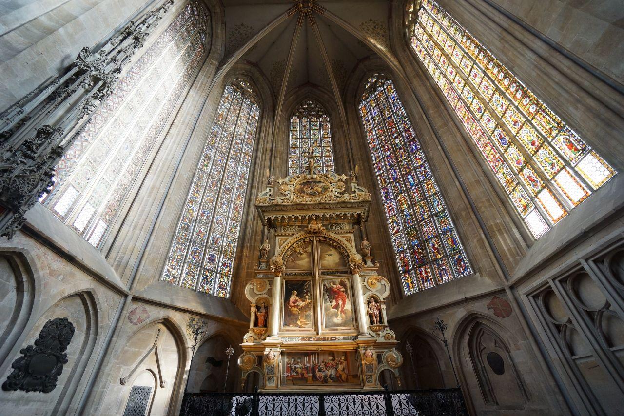 ドイツのエスリンゲンにある、聖ディオニス教会です。 1300年に造られて、戦争でも壊れずに7000年以上保たれているステンドグラスが綺麗で感動しました。 ちょうとパイプオルガンの練習中で、荘厳な雰囲気で見学出来て良かったです。