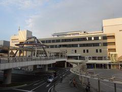 武骨な駅ビルそびえるJR土浦駅に到着。