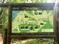 石ケ戸休憩所の奥入瀬渓流案内板。奥入瀬渓流の中間の石ヶ戸休憩所に車を停めて曇井の滝までの往復約6kmの散策。