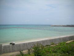 見えてきたのはきれいな青い海・・・