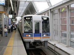 関西国際空港へは、阪急電鉄・大阪メトロ・南海電鉄の割引切符を使用。 天下茶屋駅で空港急行を拾えなかったので、和歌山市行きの急行で岸和田に出て、そこから関西空港行きの普通に乗り継ぐことに。 写真は泉佐野駅で撮影。