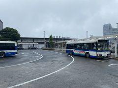 10時15分にホテルを出発したバスはその後ホテル日航成田、そしてイオンモール成田を経由してなんと成田駅には午前11時に到着! 45分も掛かったよ…。 現在クラウンプラザ成田は空港行きのシャトルバスは運休です。 ホテルから各所にバスで向かう際は場合によっては隣のホテル日航成田のシャトルバスを利用するか(自己責任でお願いします)、空港までは歩いて20分位なのでそこまで歩いて空港第2ビル駅から電車で市内に向かうのも時間帯によってはありだと思うので選択肢として覚えておいて頂ければ…。