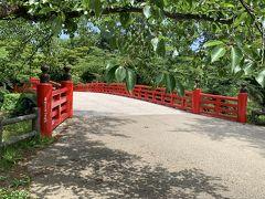 弘前公園のお濠にかかる杉の大橋。