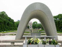 平和記念公園では8月が近いせいかドキュメンタリー番組か何かの取材をしてました。