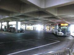 10:10 新潟駅から1kmほどの位置にある「万代シテイバスターミナル」にやって来ました。 昭和48年11月にオープンした新潟交通が開発を手掛けた商業地「万代シテイ」の1階部分にバスターミナルです。