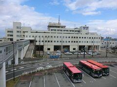 「佐渡汽船新潟港ターミナル」です。 この後、フェリーで佐渡に向かいます。  本編は、ここまでとなります。 拙い旅行記をご覧下さいまして、誠にありがとうございました。  つづく。