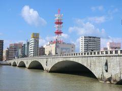 12:56 「萬代橋」です。 今の橋は、3代目で昭和4年に完成した橋です。