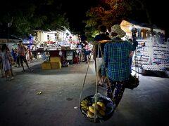【ホイアンのナイトマーケット】  モダンな雰囲気と、このレトロな雰囲気がうまく混じり合い.....
