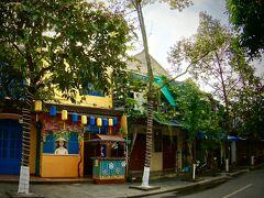 【早朝のホイアンの旧市街地をぶらぶら】  まだ開いているお店は少ないです。これからボチボチ開くんかなぁぁ...