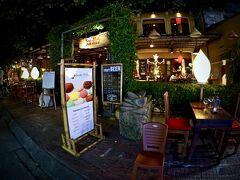 【ホイアン旧市街地、夜を歩く】  最終日の晩、もう一度、夜のホイアンを徘徊して、明日はタイに戻ります。   写真:マイフィッシュレストラン入口