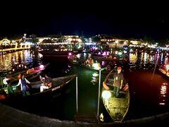 【ホイアン旧市街地、夜を歩く】  こうやって、いろいろな光に彩られた夜景は、