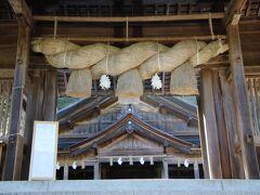 神門にある重厚な注連縄