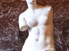 ルーブル美術館は物凄い混雑でした。 お目当てのモナリザもちゃんと見られたので満足です。