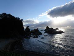 今回のさまよいドライブの最終目的地となった名勝 笹川流れ。  沈みかける太陽と美しい海を30分ほど眺め今回のドライブ終了。とはいっても、家まで帰らないといけないので、これから帰路へ。
