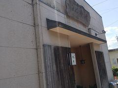ディナーデートで何度か訪れた。 セントコアの裏口の向かい側にある隠れ家。