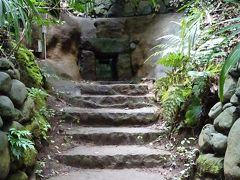 古代の横穴古墳も発掘されています。 ここは第3号横穴式古墳、復元された石室を見ることが出来ます。