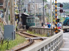 鎌倉高校前駅発車間近の鎌倉行き50形