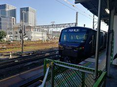 先に来た列車は快速でしたが、特急列車で横浜駅へ向かいます。(横浜到着は6:39)