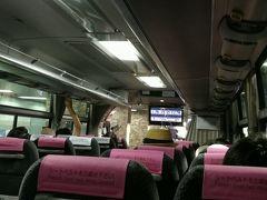 バスの車内はそこそこお客さん乗っていました。