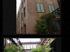 歩く事30分程で教えてもらった『新風館』に到着! いい感じで腹ごなしになったわ(笑)  「新風館」は100年前の旧京都中央電話局の歴史的建築物をリノベし、 2020年6月11日にリニューアルオープンしたそうで、 アジア初上陸となる「エースホテル京都」、ミニシアター「アップリンク京都」をはじめとした全20店舗の商業ゾーン、施設と地域に賑わいをもたらすポップアップスペースを備え、生まれ変わります、との事。  【新風館】 https://shinpuhkan.jp/