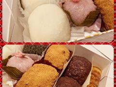 そしてもう一軒!! 以前から久しぶりに食べたいなって思っていた「サザエ」のおはぎ。 下道で神戸から京都に帰るときに通りかかるので、そのたびに気になっていたのよね~ おはぎだけのつもりが。。。 えっ、一体どれだけ買うんですか? これ食べられますか??? 買いすぎ~~
