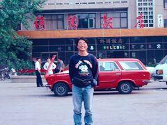 ◆昭和  ホテルの駐車場での一枚。 バックの車が昭和だ。