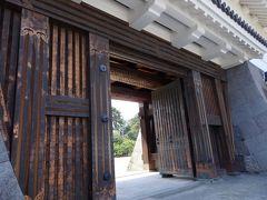 銅門(あかがねもん)。