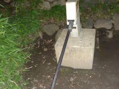 世田谷城址公園には井戸もある。 実際に水も出る。