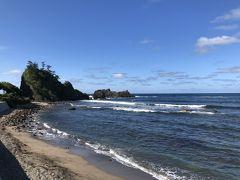いかにも能登らしい海岸です。 そばにカフェがあり、カフェからの眺めが人気のようです。