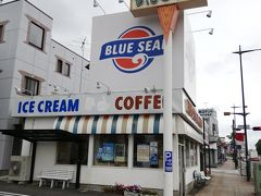 沖縄で有名なブルーシールです。 沖縄ですとホットドックもありますが、アイスとクレープだけでしたので入りませんでした。