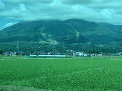猪苗代スキー場が見えました!! もうすっかり草原です(^^