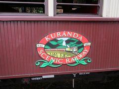長時間停車の間に、普通客車を少し撮影。 側面には「キュランダシーニックレールウェイ」(キュランダ観光列車)のロゴマークが貼付されています。