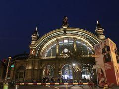 7:19 フランクフルト中央駅到着。 あっちゅう間に到着 まだ暗いです 冬の空だね 素敵な駅舎