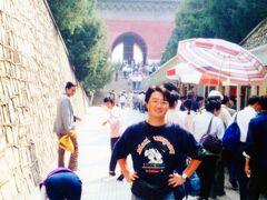 ◆9月24日  8:30、ツアーバスで長城へ。 2時間程で明の十三陵に到着。 地下に広がる陵墓を見学。