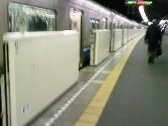終点の天神から、地下鉄1号線に乗り中洲川端駅で地下鉄2号線に乗り換えて福岡地下鉄の貝塚駅です。