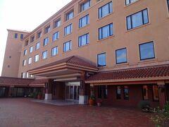チェックインしたのは富士屋ホテルです。  富士屋ホテルではもちろん箱根の宮ノ下にある箱根富士屋ホテルが最も有名です。  その他にも箱根湯本富士屋ホテルや河口湖畔の富士ビューホテルなどが同じ系列のホテルです。