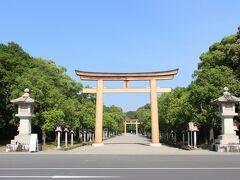 レンタサイクルが9時からだったこともあり、最初に飛鳥の手前にあった橿原神宮へ立ち寄り。