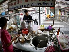 【Jek Piek Coffee Shop/正盛餐廳】  現地(タイ人)の方にも人気店なんでしょうねぇ。