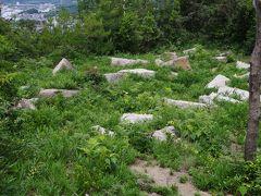 大坂城築城残石群。江戸時代に再建された大坂城の石垣には前島の石も使われていました。石切丁場の跡が4か所確認されています。