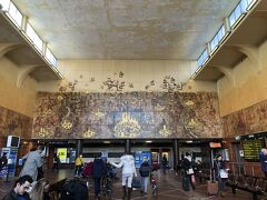 ブリュージュ駅構内もまた、ちょっとアートな感じで美しさが出ています。